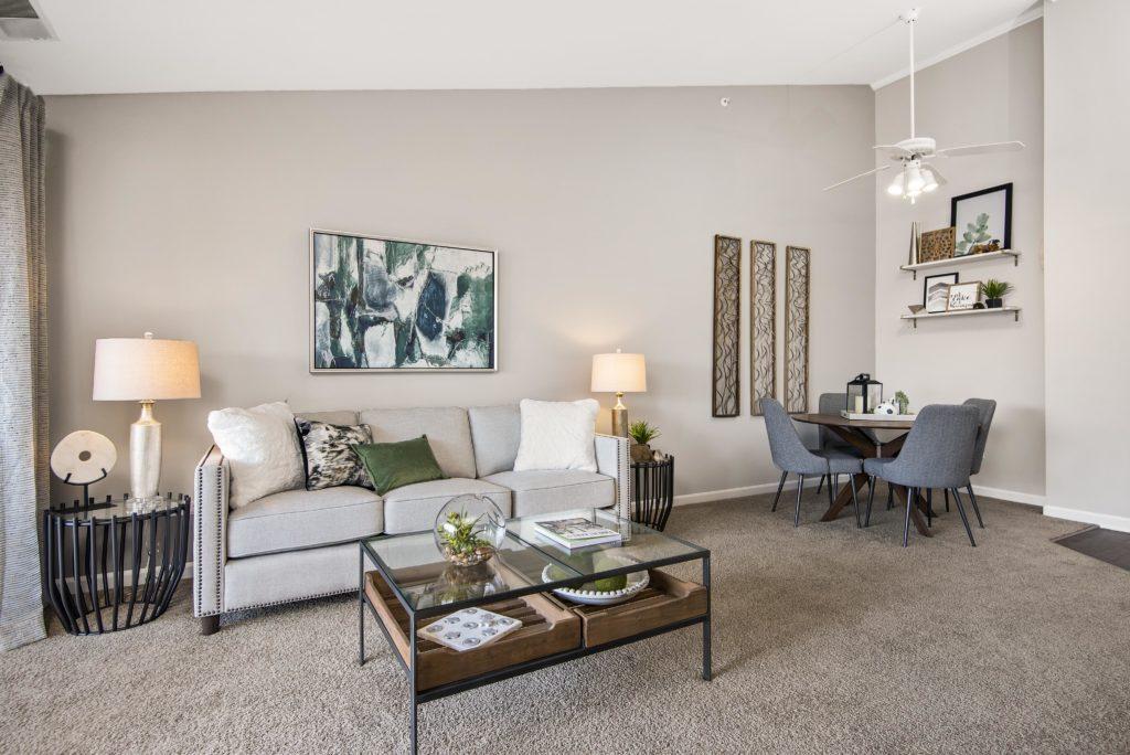 A living room at Retreat at Seven Bridges