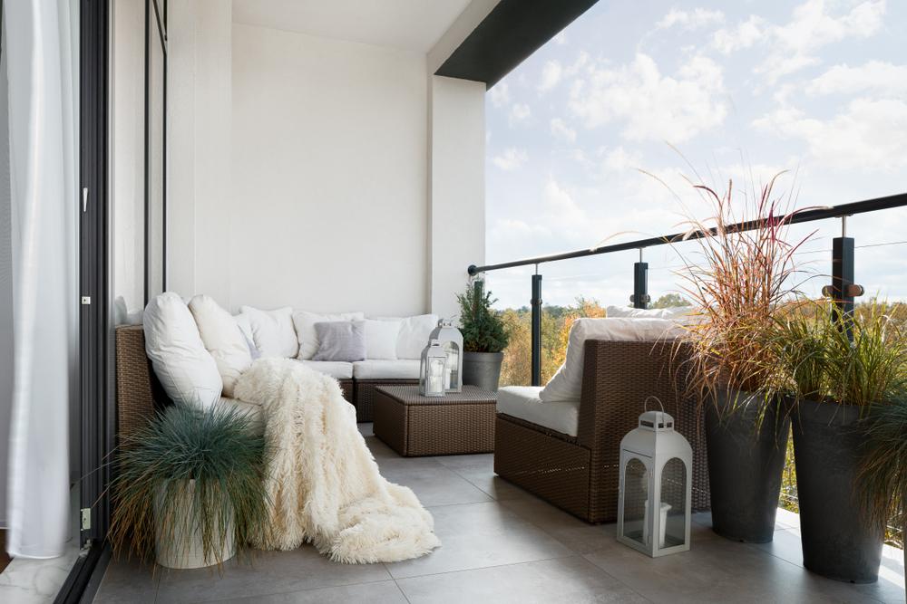 balcony furniture   patio themes