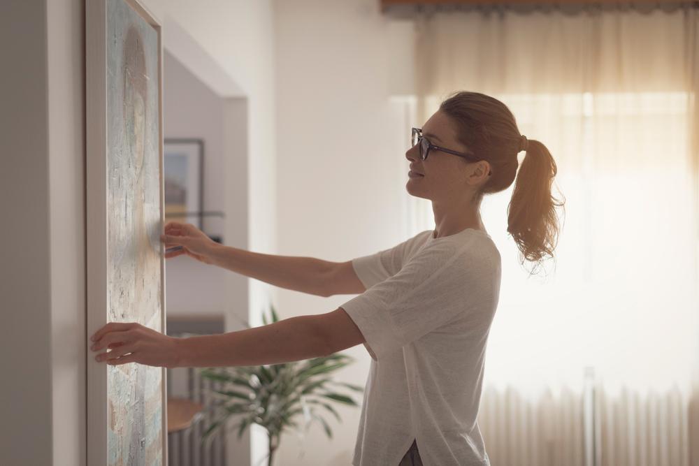 hanging artwork | ways to make ceilings look taller